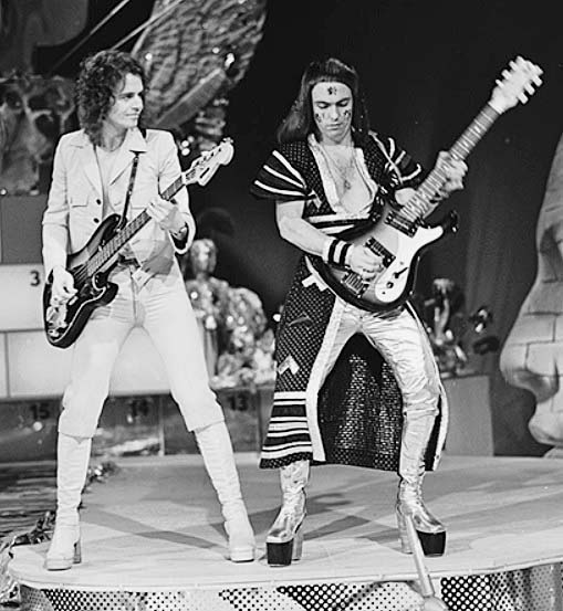 323 3 Jim Lea en Dave Hill in Toppop